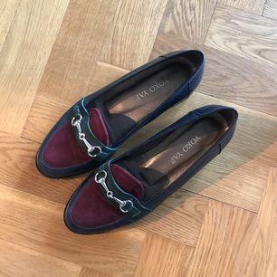 Skor från YokoYap i fint skick! Sparsamt använda.  Finns att hämta i Göteborg, annars tillkommer en fraktkostnad på cirka 50 kr 🌞