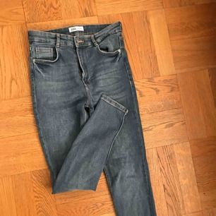 Höglidjade blå jeans från zara! Använda ca 2 ggr! 150kr inklusive frakt
