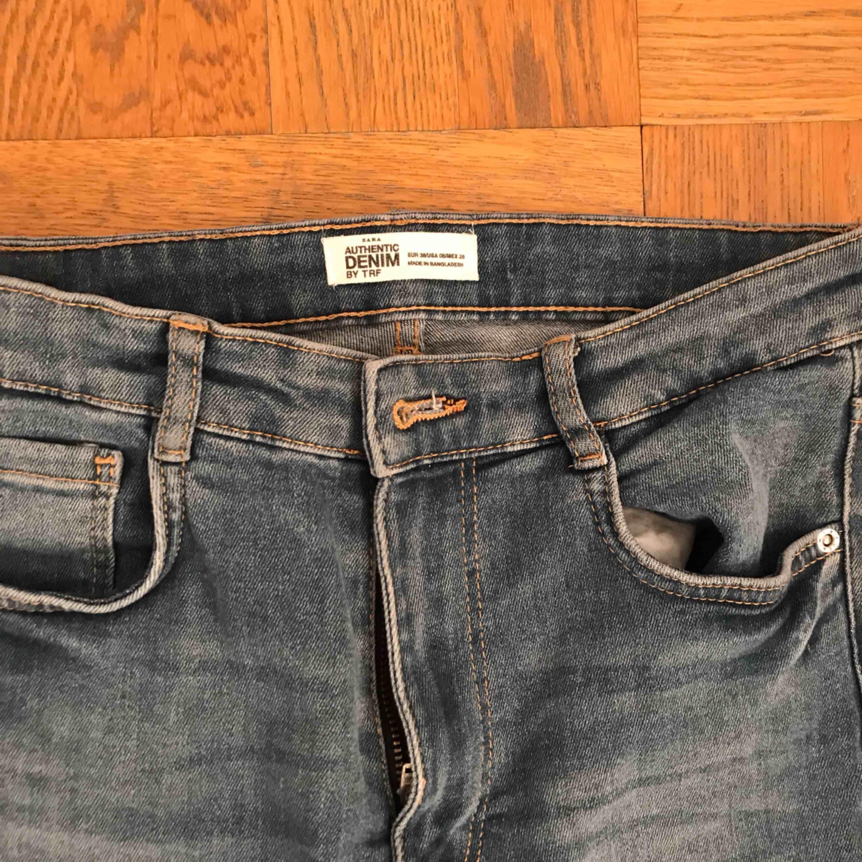 Höglidjade blå jeans från zara! Använda ca 2 ggr! 150kr inklusive frakt. Jeans & Byxor.
