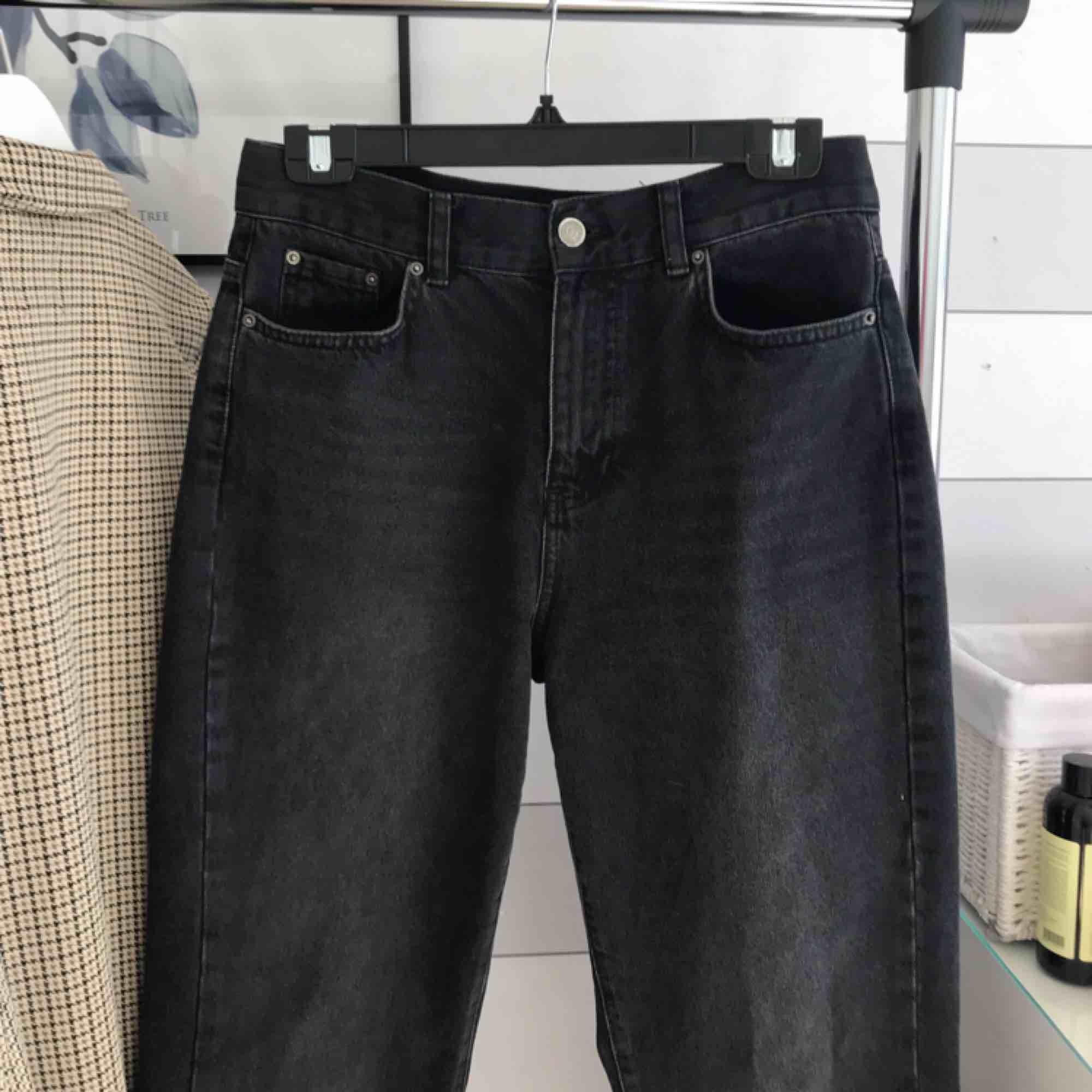 NYA momjeans!! 🥰 KOLLA GÄRNA IN ALLT ANNAT JAG SÄLJER 💛. Jeans & Byxor.