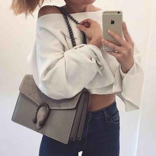 Super fin grå väska köpt ifrån Fashiondrug! Köptes för 1000 kr! Italiskt läder, kvalite väska ! Efterliknar Gucci dionysus😍 Använd vid fåtal gånger! Super fint skick!