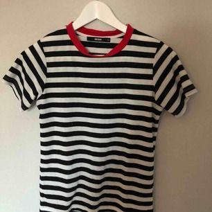 Randig t-shirt från bikbok, fint skick!!