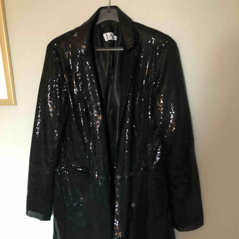 Blazer-klänning från Linn Ahlborg kollektion för na-kd, använd vid 1 tillfälle så i nyskick✨. Kostymer.