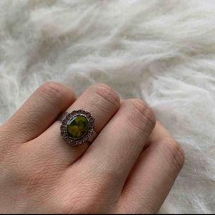 Onesize Ring, fin skick, finns i Odenplan Stockholm. kan skicka via post, 10kr för porto