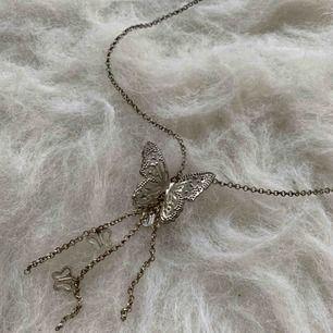 Halsband, fin skick, finns i Odenplan Stockholm. kan skicka via post, 10kr för porto