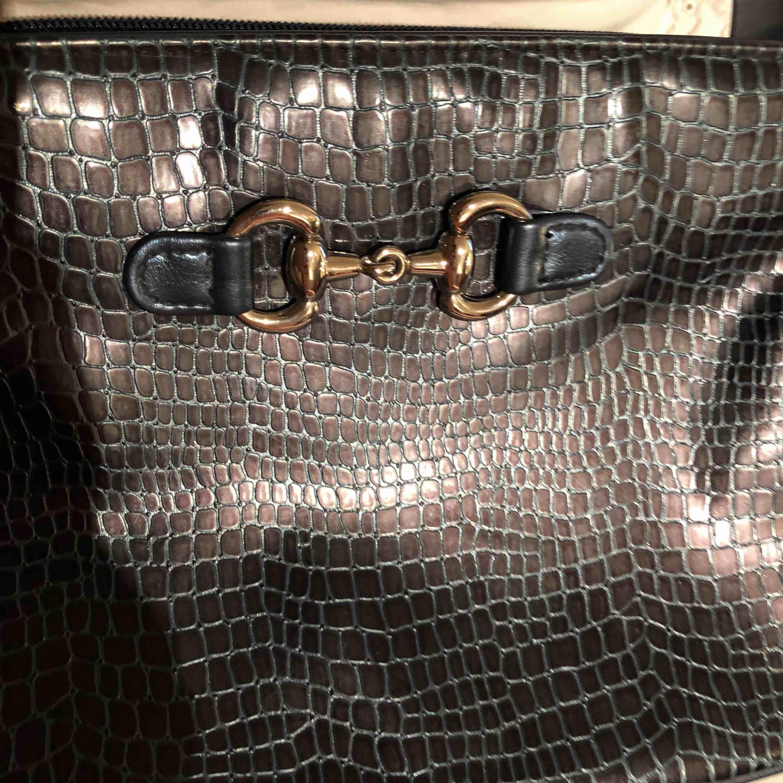 Cool vintage väska , köpt på second hand! . Väskor.