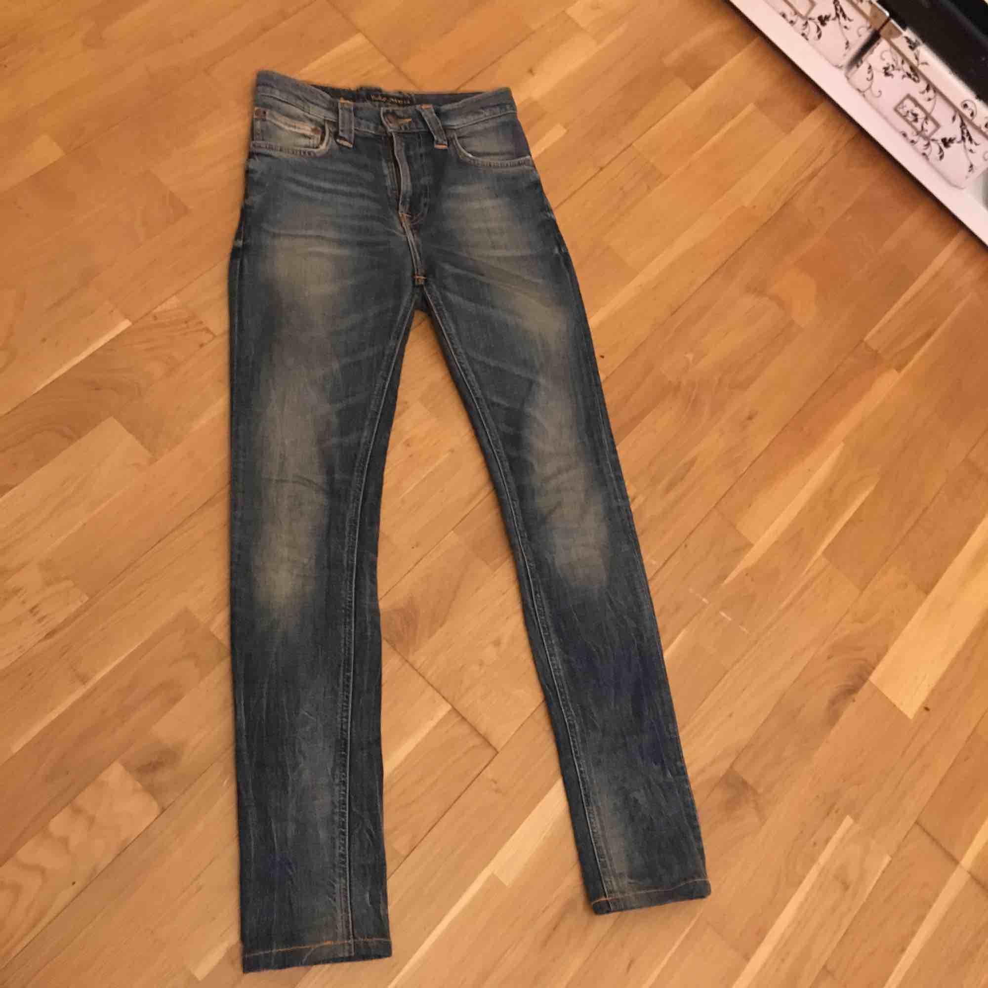 nudie jeans high kai   Str XS -s   Bjuder på frakt vis snabb köp  nypris 1300 . Jeans & Byxor.