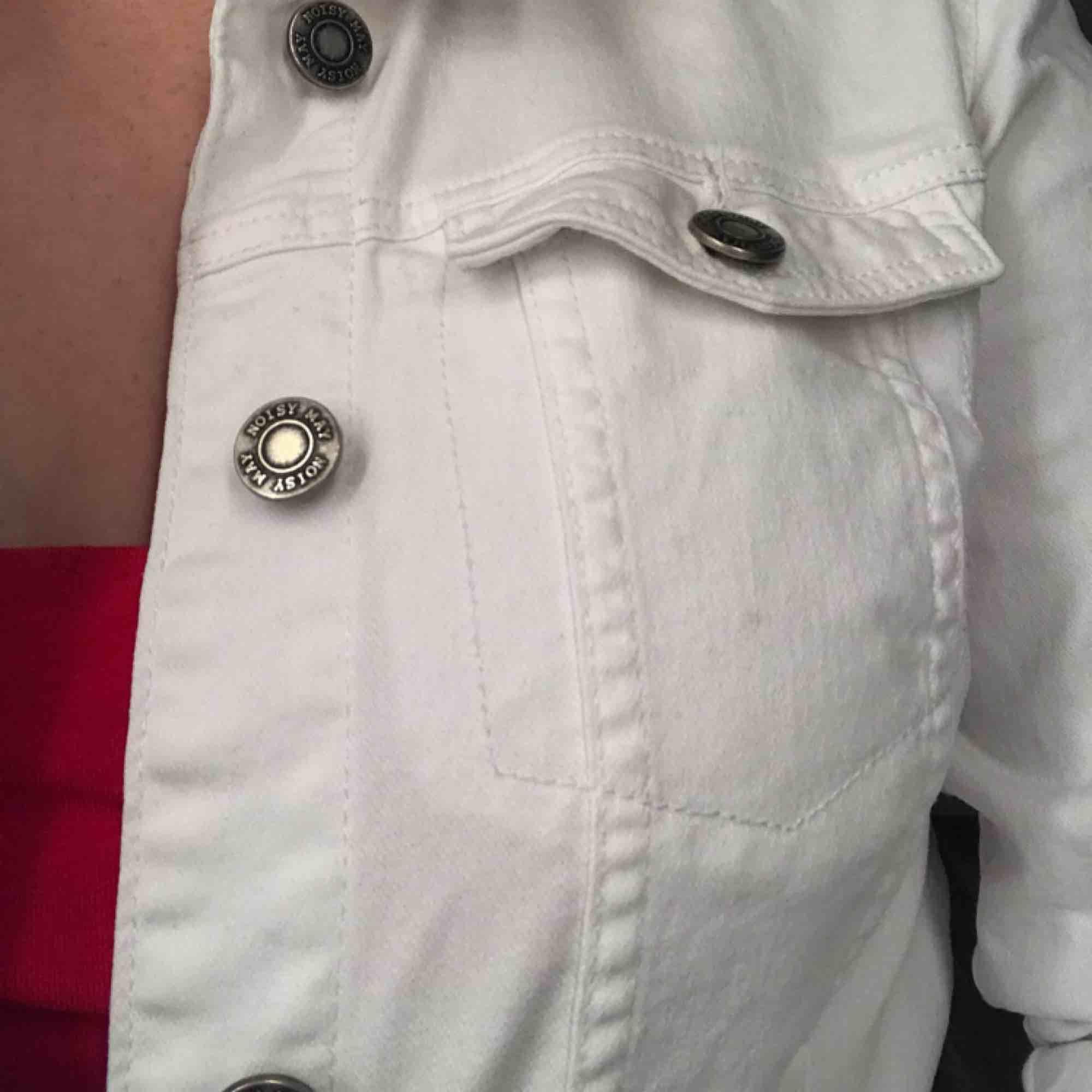 Assnygg vit jeansjacka från vero Moda. Gott skick. Frakt ingår. 🖤. Jackor.
