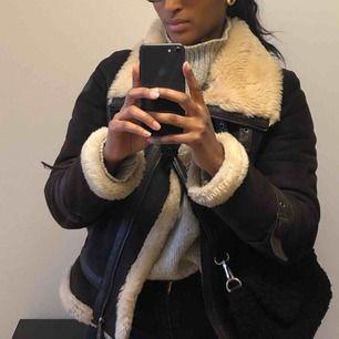 Säljer min Armani jacka som jag köpte för två år sedan! Äkta skinn och ull - nypris 3500 och jag säljer den nu för 1500. Först till kvarn!