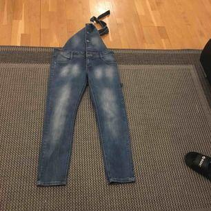Snygga oanvända jsfndemin jeans str m