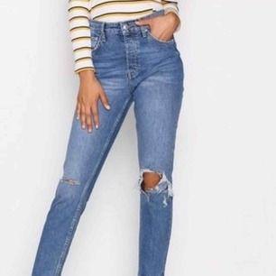 """Ett par riktigt snygga jeans från Gina Tricot i modellen """"Sienna"""", high waist. Tyvärr för långa för mig så därav aldrig använda. Köparen står för frakten. Köpta för 499kr"""