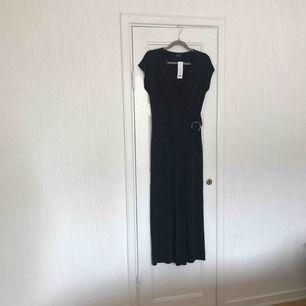 Komplett NEUE Hose von Gina Tricot. Neuer Preis: 399: - Schwarz mit schönen Details. Der Käufer steht für den Versand