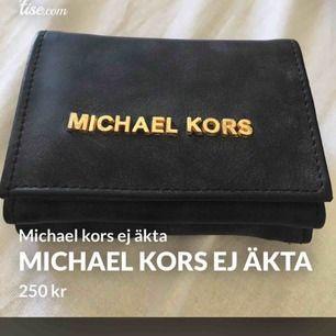 Oäkta Michael kors plånbok knappt använd