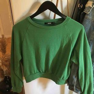Grön mysig tröja från bikbok. Lite nopprig, därav billig. Frakt tillkommer💘