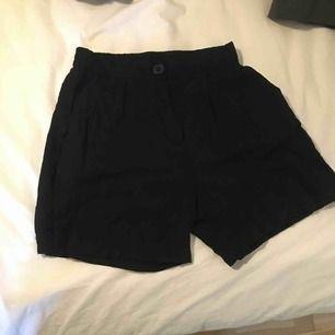 Shorts från Lindex, tunt och luftigt material! Frakt tillkommer💘