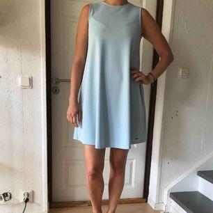 Ljusblå A-linjeformad klänning köpt i Riga. Köparen står för frakten