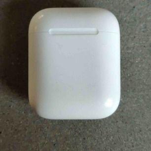 Orginal apple airpods använda några gånger väldigt fräscha