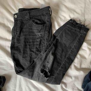 Jeans från zara, använd ca 5 gånger. Säljer för det är för stora.