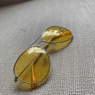 Super coola gula pilotglasögon!  Köparen står för frakt ☀️💘