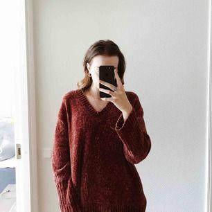 Tröja i en roströd färg. Extremt mjukt material så väldigt mysig att ha på sig. Använd ett fåtal gånger🧡