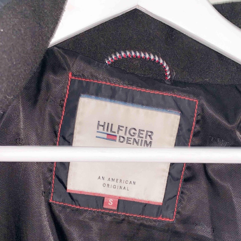Tommy Hilfiger dunjacka i storlek s. Köpt för 2200kr. . Jackor.