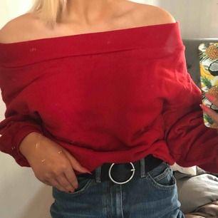 Jätte mysig off shoulder tröja. Sällan använd.  Köpare står för frakt!