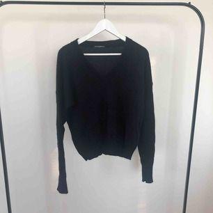 Brandy Melville Knit Sweater; Original pris på 400kr  Mörk / Navy blå  Aldrig använd ✨