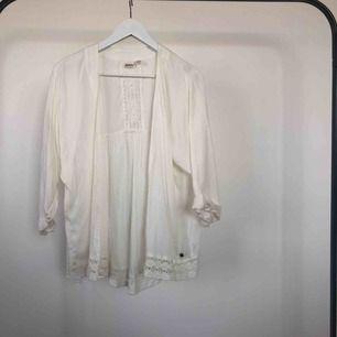 Roxy Kofta || Original pris 600kr || Färg: vit || Aldrig använd ✨