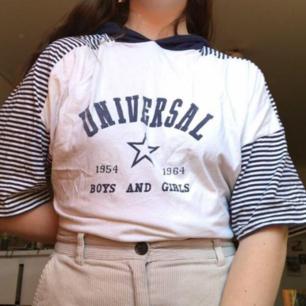 Säljer denna tshirt med luva! Köpt på humana 💙