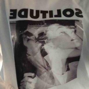 vit långärmad tröja från carlings, har knappt blivit använd så i gott skick! kan absolut skicka bättre bilder!! priset är inkl. frakt! :)