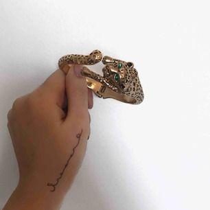 Helt nytt guldigt armband !