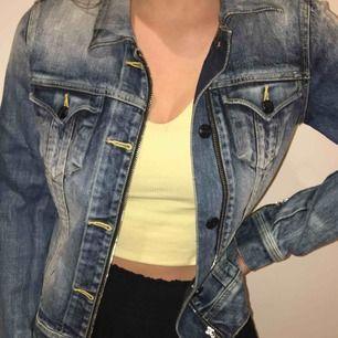 Snygg jeans jacka från Black Lerock, säljs inte längre. Oanvänd, fint skick! Står ej för frakten <3