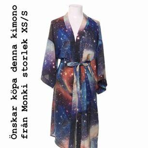 Önskar att hitta denna space kimono från Monki! Snälla, hjälp! ❤️