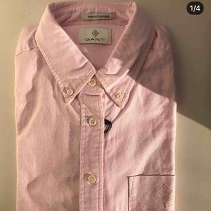 Helt ny skjorta från Gant, säljes då den aldrig kommit till användning.