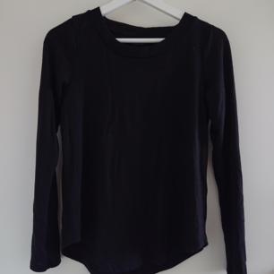 Långärmad svart tröja från Ginatricot i storlek XS. Använd ett fåtal gånger. Mycket bra skick!