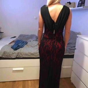 Jätte fin klänning använd bara en gång!