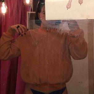 Orange flis från humana! Dragkedja så går att öppna! Asball tycker jag:) använt några gånger!