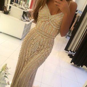 Jättefin balklänning i fint skick❤️säljer då den var lite för stor för mig