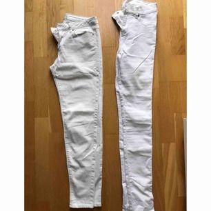 Vita byxor, bra skick! Dem till höger är storlek M & vänster storlek 38