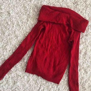 Off-shoulder tröja i superfint skick! Köparen står för frakten!