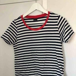Oanvänd T-shirt i skönt material! Köparen står för frakt!