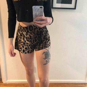 Ett par shorts i leopardmönster. Flowy material. Frakt tillkommer. 💞