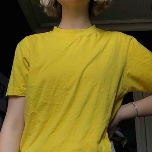 Vanlig gul T-shirt! Aldrig använd