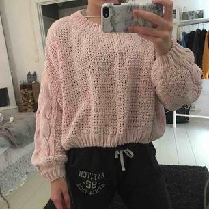 Super skön sweatshirt, med stickat mönster, väldigt mjuk och stor