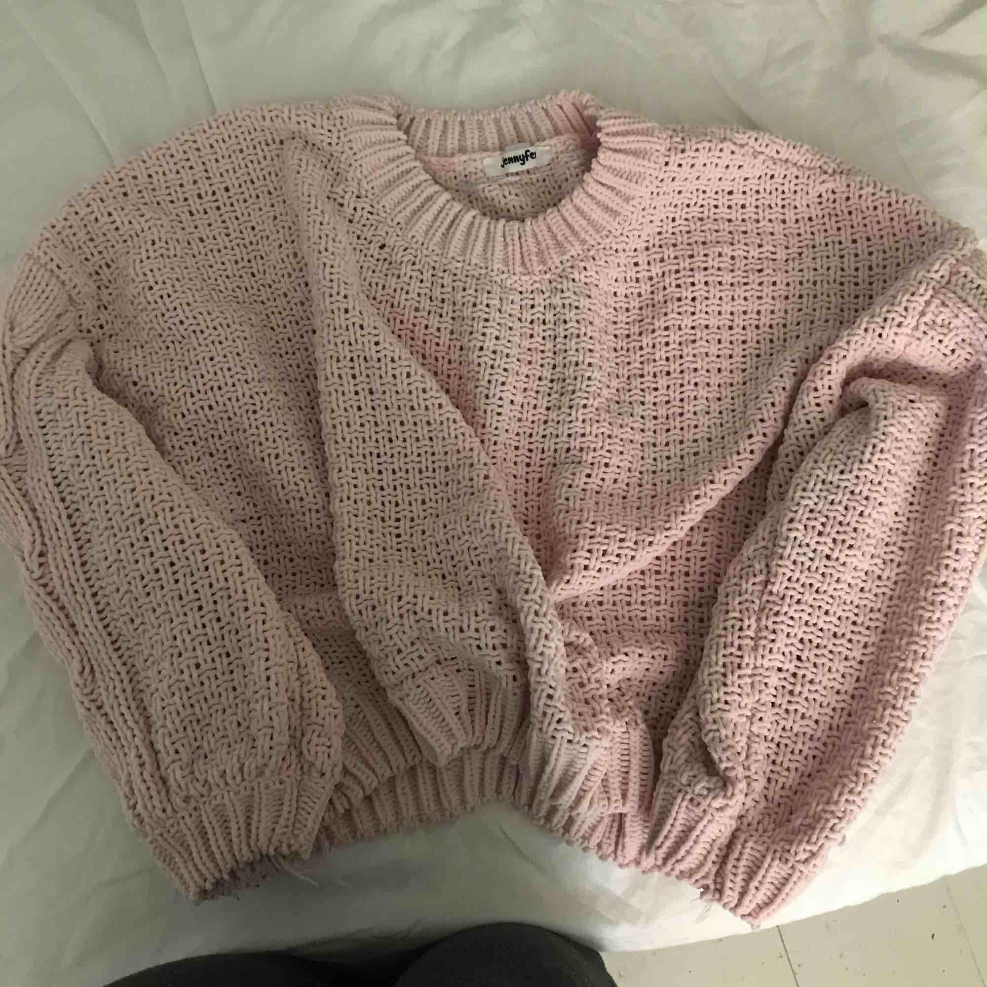 Super skön sweatshirt, med stickat mönster, väldigt mjuk och stor . Huvtröjor & Träningströjor.