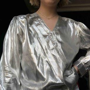 Festlig silver långärmad tröja, aldrig använd!