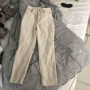 Sköna byxor använda max 2 gånger, mocka byxor från monki