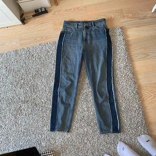 Skiiit snygga jeans!! Sitter såå bra på men kommer inte till användning längre. Köpta för 300 kr
