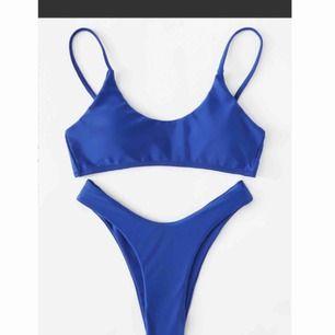 Sprillans ny bikini som aldrig är använd. Plasten kvar på trosorna! Säljer pga att den var för liten för mig, står att det är storlek M men sitter som XS! Frakt ingår i priset!