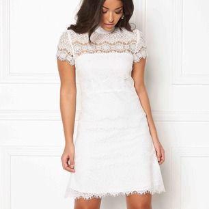 Ida Sjöstedt sutton klänning. Perfekt till studenten. Aldrig använd, mycket fint skick.  Köpt för 1699kr, mitt pris 1000kr  Storlek: 36